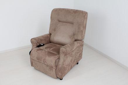 Aufstesessel in Sitzposition