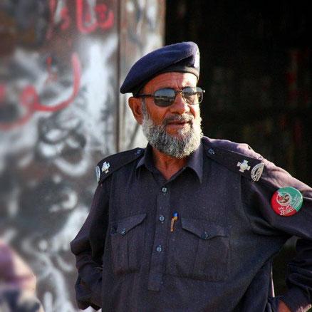 Ein freundlicher Levie, die Sicherheitspolizei Belutschistans, der uns eskortiert