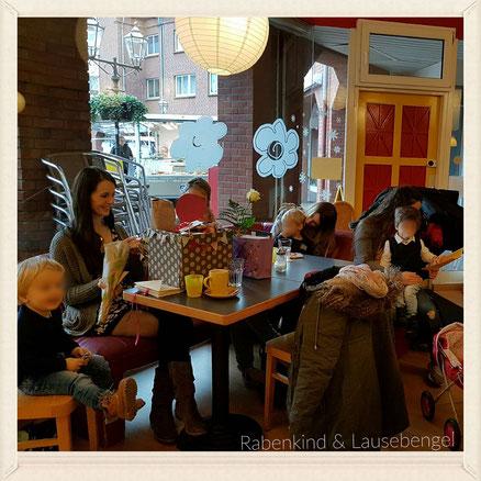 An Janinas Geburtstag waren wir mit anderen Mamas und Kindern in einem Eltern - Kind - Café frühstücken...