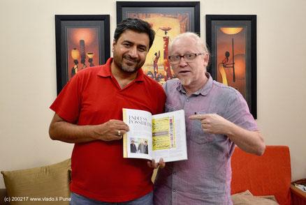 Vlado bei seinem Freund Sudhir Sharma im dessen Heim in Pune, India. Sudhir, ein sehr bekannter Grafikdesigner, veröffentlichte in seinem Kunstmagazine einmal eine Story zu mir und meinem Spiralkanäle Projekt