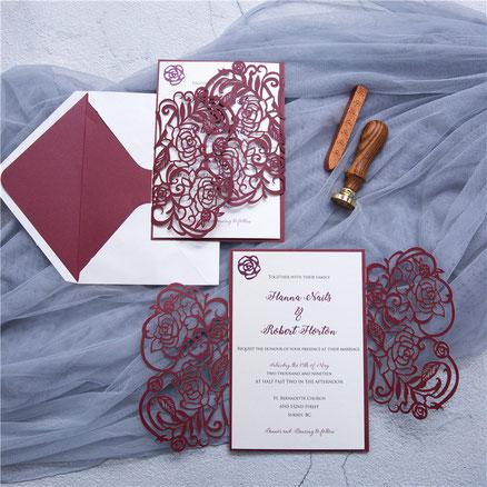 Lasercut Karte #B0177, Standardfarbe Burgundy Shimmer, Kuvert mit Inlay, Hochzeitskarten. Einladungskarten