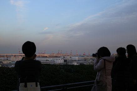 昨年のイルミネーション撮影会の様子、港の見える丘公園で。