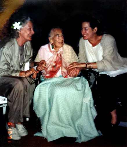 June 1991 ; ( L-R ) Jane Haynes, KItty & Wendy Haynes Connor
