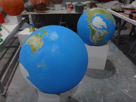 Esferas Mundi, pintadas a mano