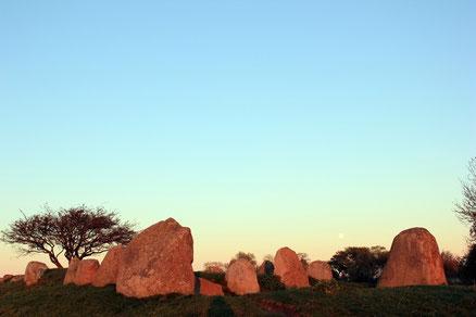 Großsteingrab Nobbin am Hochuferradweg von Breege zum Kap Arkona