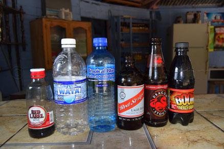 Jamaikanische Getränke in einer Strandbar