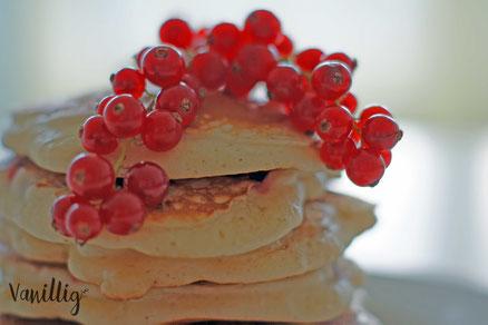 pancakes, johannisbeeren, frühstuck, pfanekuchen, einfache rezepte zum frühstuck