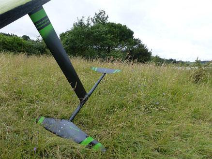 winfoil Aeromod 2020 pré-série dans l'herbe au lac de la Ganguise
