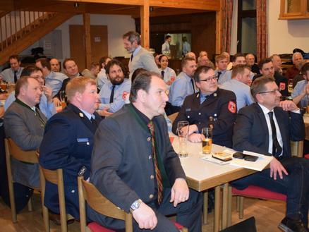 Ehrengäste bei der Jahreshauptversammlung: Stellvertretender Landrat Otto Bußjäger, 3.Bürgermeister Michael Hagen, Bürgermeister Klaus Korneder und Kreisbrandmeister Markus Hardi