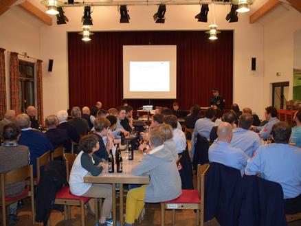 Vollbesetztes Bürgerhaus in Harthausen bei der Jahreshauptversammlung