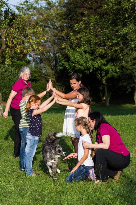 Gemeinsame Aktionen mit Kindern und Hund, fördert die Gemeinschaft