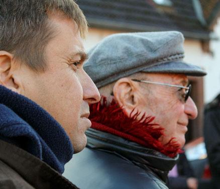 Yair Hammerschlag (links) – hier mit seinem Vater Jose – ist zum ersten Mal nach Deutschland gekommen – und hat aus Israel einen Brief an die Menschen, denen er in Rehburg begegnet ist, geschrieben.