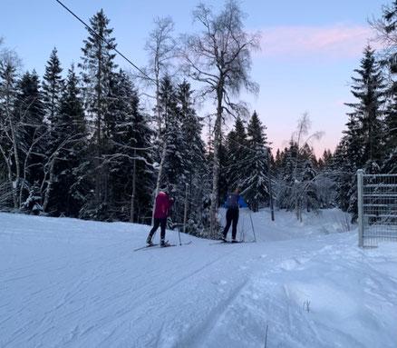Franka und die Studentinnen nutzen das schöne, aber kalte Wetter