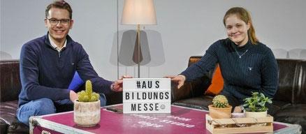 Niels Kohlhaase und Marieluise Eble eröffnen die digitale Ausbildungsmesse im Studio per Live-Stream - Foto: SJR