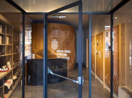 Trüffelmuseum -Museo del tartufo di Acqualagna - Dieses Trüffelmuseum wurde geschaffen, um das dichte System anthropologischer, sozialer und kultureller Beziehungen eines Produkts des Landes der Exzellenz zu schützen