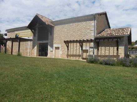 Trüffelmuseum - Museo de la trufa - Das Trüffelmuseum befindet sich in einem sehr modernen Gebäude und bringt dem Besucher die Welt der Trüffel anhand verschiedener Medien näher.