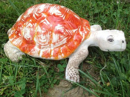 Schildkröte mit wunderschöner, roter Glasur 28,-