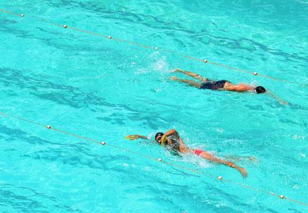 Schwimmtraining im Freibad