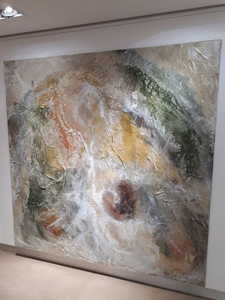 María Tarruella. EN VOS CONFÍO. También utilizo resina  para crear el efecto de agua petrificada, supurando vida a través del lienzo. Las texturas invitan al espectador a palpar las obras con sus manos y experimentar por si mismos el mapa de su vida
