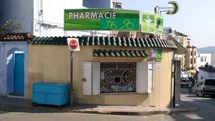 お店の正面から写真を撮ると、薬剤師さんの顔が映るので、お店の横側から撮影しました。