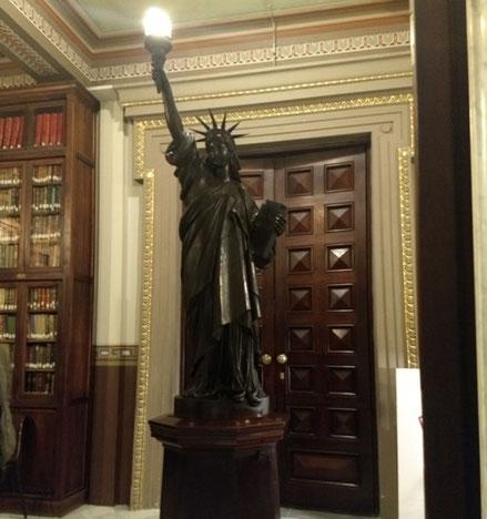 Статуя Свободы в Барселоне