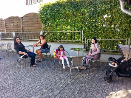 Terrasse Hof Sonne Schatten draußen Café Vielfalt