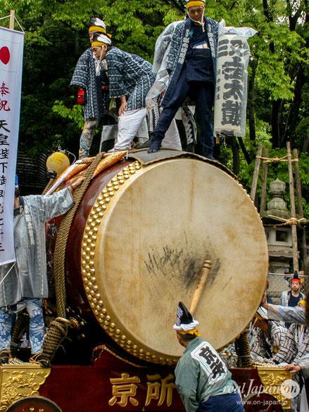 全高約3m03cm、皮面直径1m81cmの三之宮御太鼓, 大國魂神社例大祭, くらやみ祭