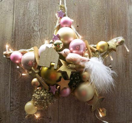 Gold-rosa Stern mit eingearbeiteter Lichterkette