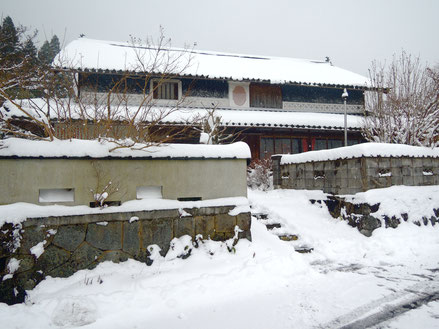 12月17日朝、古民家民宿千屋アウトドアハウス前。