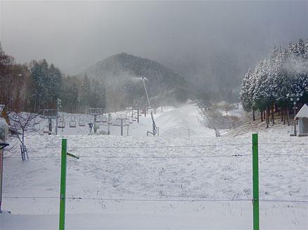 2020年12月15日のオープン前のいぶきの里スキー場の様子。