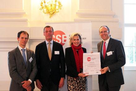 Bei der Verleihung des Certified Supervisory Expert (CSE)-Diploms mit Sektionschef Mag. Pilnacek (BMJ), Dr. V. Kickinger und Mag. P. Graf (Fachverband UBIT). © 2014 incite