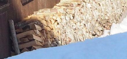 Holz vor der Schwarzwaldhütte