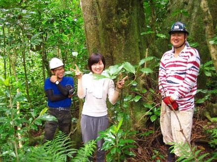 日林協のメンバーと偶然出会いお弁当を一緒に食べて記念撮影