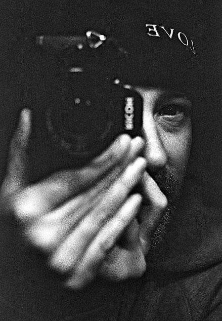 Wir Fotografen haben die unbewusste Obsession überall dort, wohin wir gehen das Thema finden zu wollen, das wir schon in uns tragen. - Graciela Iturbide -