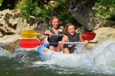 """alt=""""savoir nager est obligatoire pour faire du canoe kayak""""/>"""