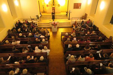Pastorin Nora Steen beim Gottesdienst