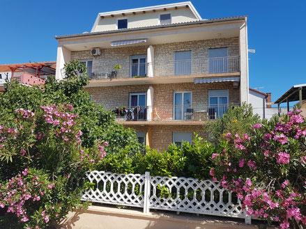 MAG Lifestyle Magazin Kroatien Dalmatien Urlaub Reisen Adria Nin Altstadt älteste Städte Mittelmeer Appartements Zadar