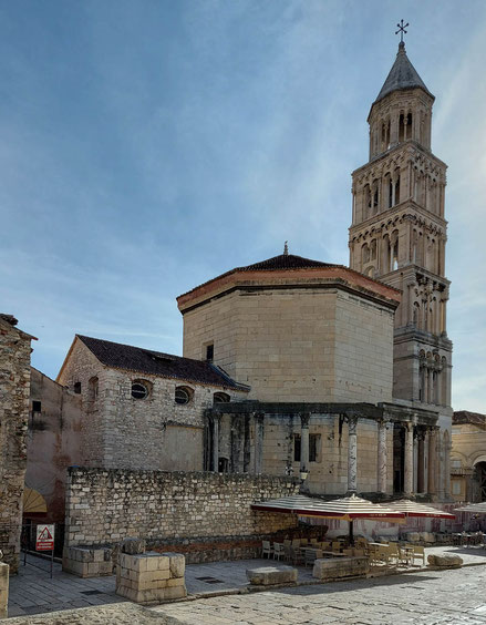 MAG Lifestyle Magazin Urlaub Reisen Kroatien Split Hafenstadt Dalmatien Peristyl Glockenturm Kathedrale