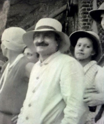Meher Baba took his Eastern and Western disciples on a visit to Kashmir in 1933. Courtesy of ECPPA. Norina Matchabelli ( left ) & Minta Toledano ( right ) of Meher Baba