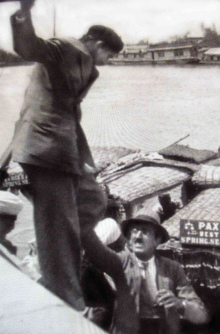 Baba stepping onto a boat on DalLake with Dadachanji assisting, Shrinigar, Kashmir, 1933 -Courtesy of ECPPA & Glow Int.magazine-Fall 2015 p24