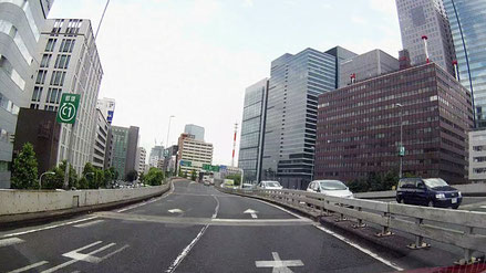 いつもは大混雑の首都高環状線も、今日は運良く空いていた