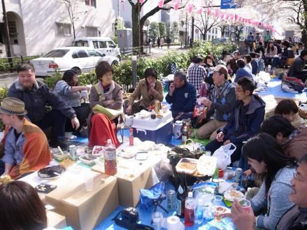 2014年4月文京区播磨坂にて「お花見」開催しました。