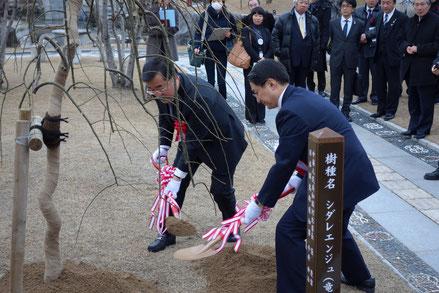 左:張省長  右:平井県知事