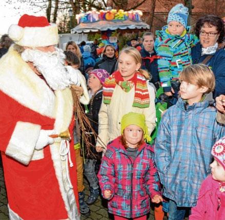 Kinder freuen sich wieder auf den Besuch des Weihnachtsmannes