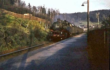 Lok der Baureihe 86 im Bahnhof Kemtau 1956