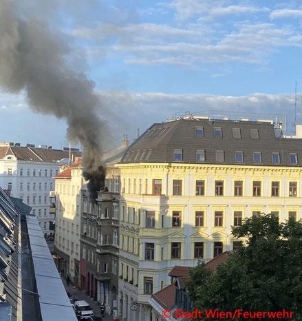 Feuerwehr; Blaulicht; Berufsfeuerwehr Wien; Brand; Mariahilf;