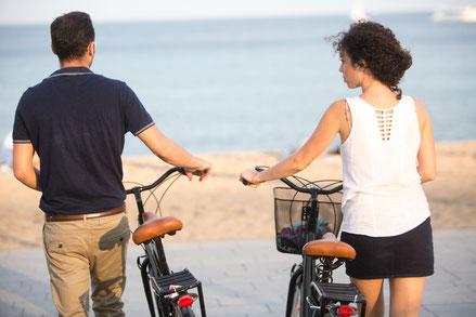 Radfahren am Strand und auf dem Deich