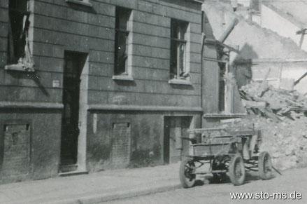 Luftschutzkeller mit zugemauerten Fensteröffnungen und kleinen Luftdurchlässen - Gallitzinstraße  Sommer 1945