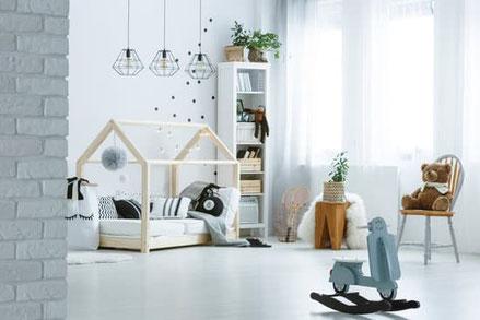 aufgeräumtes harmonisches Kinderzimmer