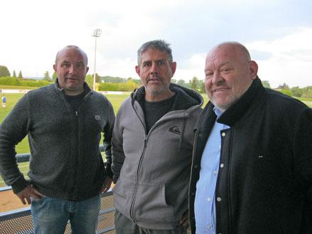 Stéphane Narmand et Alain Husson autour de Jean-Michel Thevenon, nouvel entraîneur des seniors.